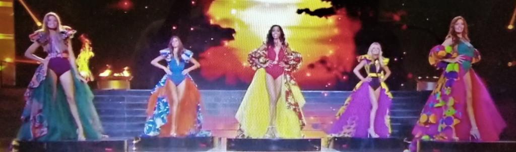 élection de miss france 2020, les miss habillées de robe en tissu wax ou tissu ethnique africain ou pagne africain