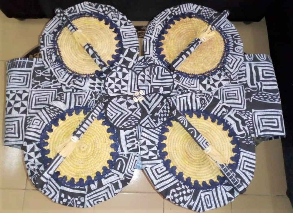 sets de table, serviettes de table, sous-verres et chemin de table style ethnique, en tissu wax