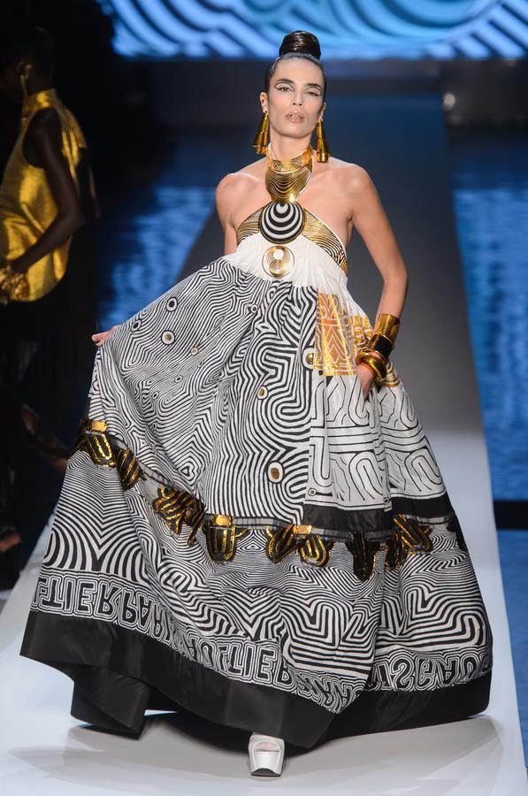 grande robe en tissu wax ou tissu pagne africain, collection jean-paul gaultier