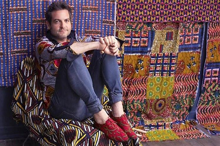 matthieu chédid qui porte une chemise en tissu wax ou tissu pagne africain
