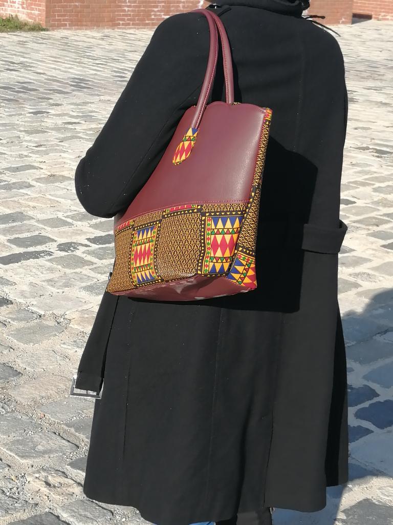 sac à main en cuir et tissu wax kenté, petit sac cabas avec anses en cuir et fermeture zip